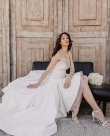 atelier tsourani bridal Νυφικό στράπλες με φούστα ασύμμετρη από μεταξωτό ταφτα