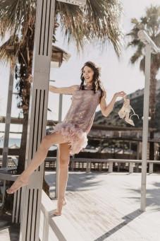 atelier Tsourani Φόρεμα cocktail στυλ Charleston φανταιζί δαντέλλα Γαλλίας κεντημένη με αληθινό φτερό marabou