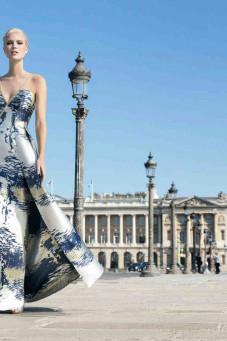 βραδινo φορεμα τουαλετα μπατικ μεταλιζε σε αποχρώσεις του μπλε χρυσο εκρου atelier tsourani