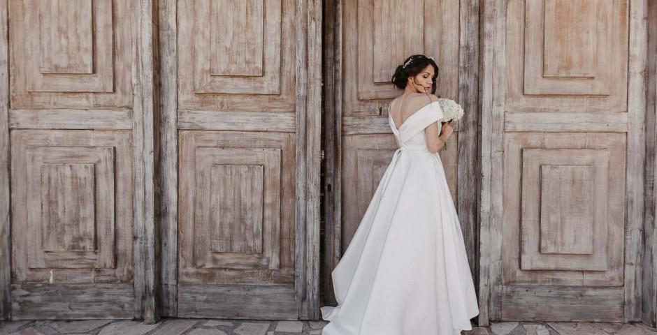 atelier tsourani bridal Νυφικό από 100% μεταξωτό ύφασμα Ρασμίρ (rashmere) με πλούσια φούστα